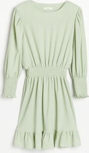 Sukienka Reserved z okrągłym dekoltem z żakardu w stylu casual