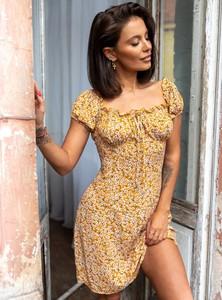Żółta sukienka SELFIEROOM z krótkim rękawem