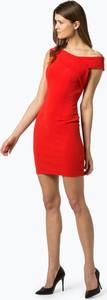 Czerwona sukienka Guess Jeans asymetryczna z dekoltem w łódkę