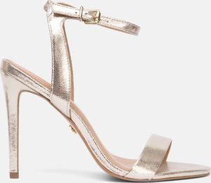 Złote sandały Kazar na wysokim obcasie na obcasie w stylu glamour