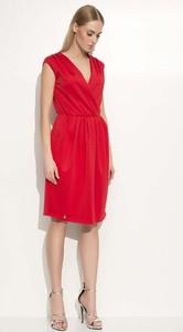 Czerwona sukienka Makadamia midi z dekoltem w kształcie litery v trapezowa