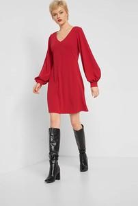 Czerwona sukienka ORSAY z długim rękawem z dekoltem w kształcie litery v mini