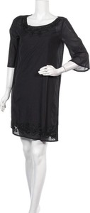 Czarna sukienka United Colors Of Benetton prosta z okrągłym dekoltem z długim rękawem