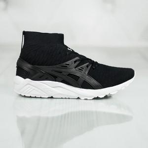 Czarne buty sportowe ASICS sznurowane w sportowym stylu