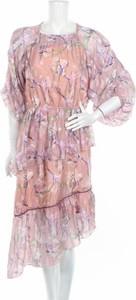 Różowa sukienka Foxiedox w stylu casual asymetryczna