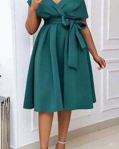 Sukienka Kendallme kopertowa midi z dekoltem w kształcie litery v