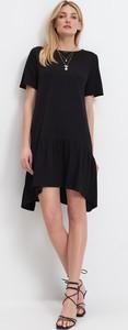 Czarna sukienka Mohito z krótkim rękawem mini