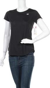 Czarny t-shirt New Balance w sportowym stylu z krótkim rękawem