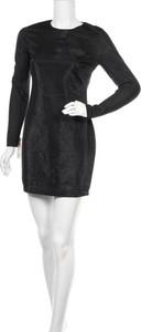 Czarna sukienka Bardot dopasowana z okrągłym dekoltem z długim rękawem