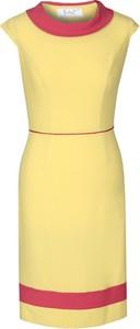 Sukienka Fokus w stylu casual z krótkim rękawem dopasowana