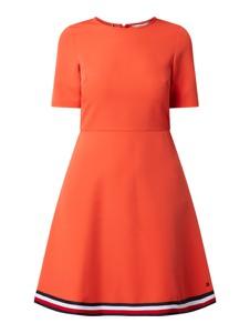 Pomarańczowa sukienka Tommy Hilfiger mini rozkloszowana z okrągłym dekoltem