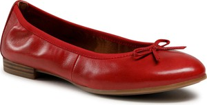 Czerwone baleriny Tamaris z płaską podeszwą w stylu casual