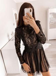 Czarna sukienka Pakuten z tiulu mini z długim rękawem
