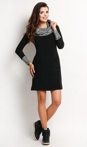 Czarna sukienka Awama z długim rękawem z dzianiny
