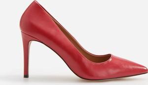 Czerwone szpilki Reserved ze spiczastym noskiem w stylu klasycznym na szpilce