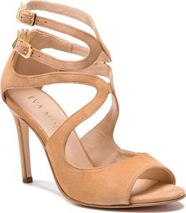 Sandały Eva Minge z klamrami w stylu klasycznym na szpilce