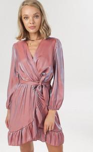 Różowa sukienka born2be mini z długim rękawem