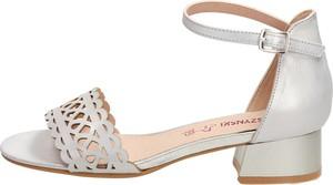 Srebrne sandały Suzana ze skóry z klamrami