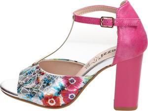 Różowe sandały Suzana na słupku