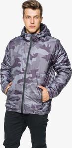 Kurtka Umbro w militarnym stylu