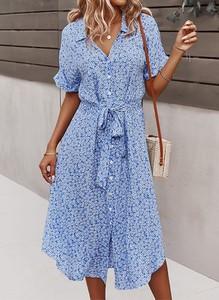 Niebieska sukienka Sandbella w stylu casual midi z dekoltem w kształcie litery v