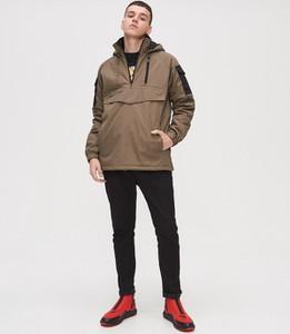 Brązowa kurtka Cropp w młodzieżowym stylu