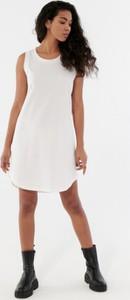 Sukienka Outhorn w stylu casual mini z okrągłym dekoltem