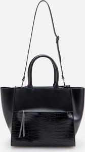 Czarna torebka Reserved na ramię duża z tłoczeniem