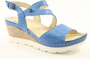 Niebieskie sandały Helios na koturnie z klamrami
