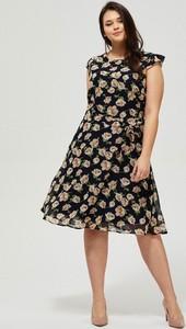 Sukienka Moodo z okrągłym dekoltem midi rozkloszowana