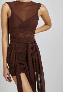 Sukienka Sandbella bodycon z dekoltem w kształcie litery v na ramiączkach
