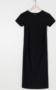 Czarna sukienka Sinsay prosta z krótkim rękawem