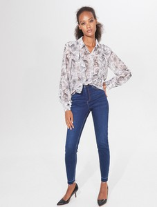Niebieskie jeansy Mohito w street stylu