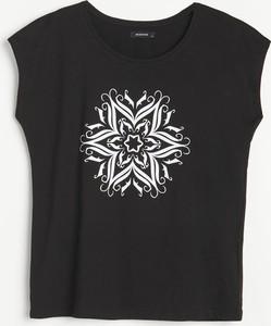 Czarny t-shirt Reserved z okrągłym dekoltem