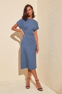 Sukienka Trendyol prosta z krótkim rękawem z okrągłym dekoltem