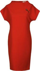 Czerwona sukienka Fokus z tkaniny z dekoltem w łódkę