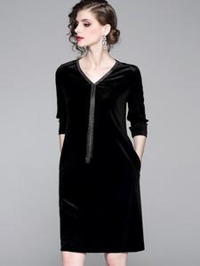 Sukienka Kaimilan z dekoltem w kształcie litery v z długim rękawem prosta