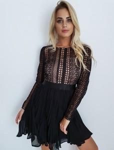 Czarna sukienka butiklatika.pl w stylu casual