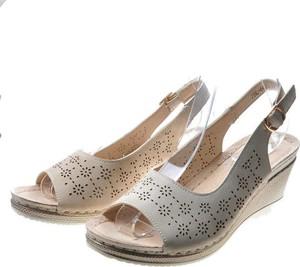 Srebrne sandały Pantofelek24 z klamrami na średnim obcasie