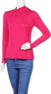 Różowa bluzka New York & Company z golfem z długim rękawem