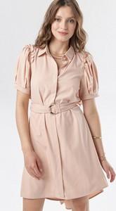 Różowa sukienka born2be z krótkim rękawem w stylu casual