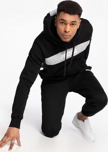 Czarna bluza Prosto. w młodzieżowym stylu