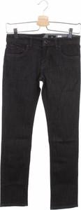 Czarne jeansy Volcom w street stylu