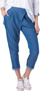 Niebieskie jeansy Look made with love z jeansu