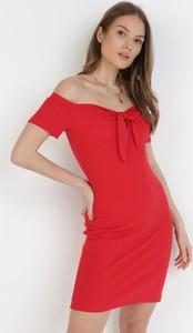 Sukienka born2be hiszpanka z krótkim rękawem dopasowana