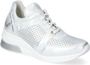 Buty sportowe Eksbut w sportowym stylu