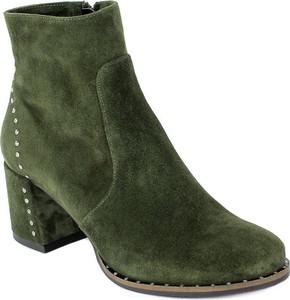 Zielone botki Nessi na obcasie