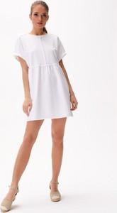 Sukienka Diverse mini z krótkim rękawem w stylu casual