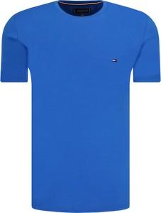Niebieski t-shirt Tommy Hilfiger w stylu casual z krótkim rękawem