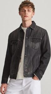 Granatowa kurtka Reserved z jeansu w młodzieżowym stylu